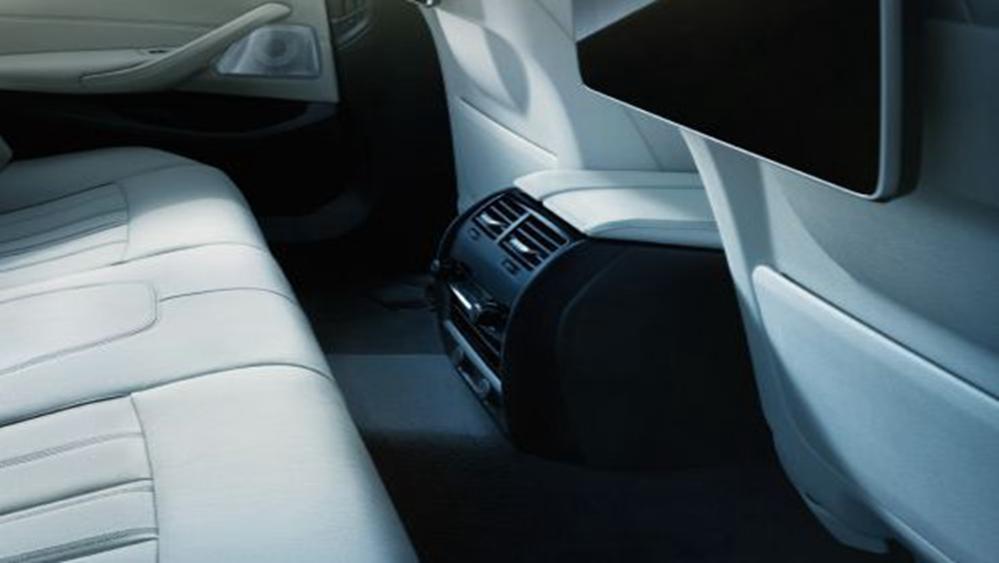 BMW 5 Series Sedan 2019 Interior 005