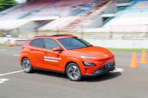 Test Drive Singkat Hyundai KONA Electric, SUV Listrik Harian Super Gesit