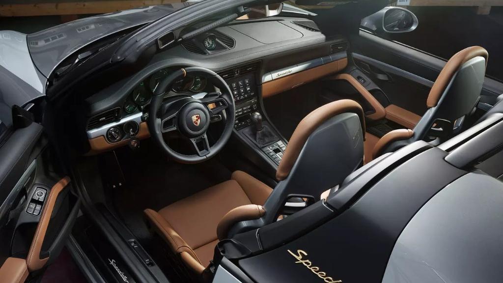 Porsche 911 2019 Interior 014