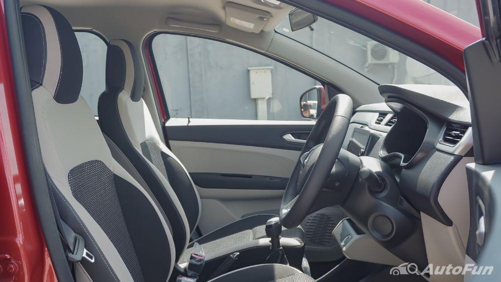 Renault Triber RXZ MT Interior 025