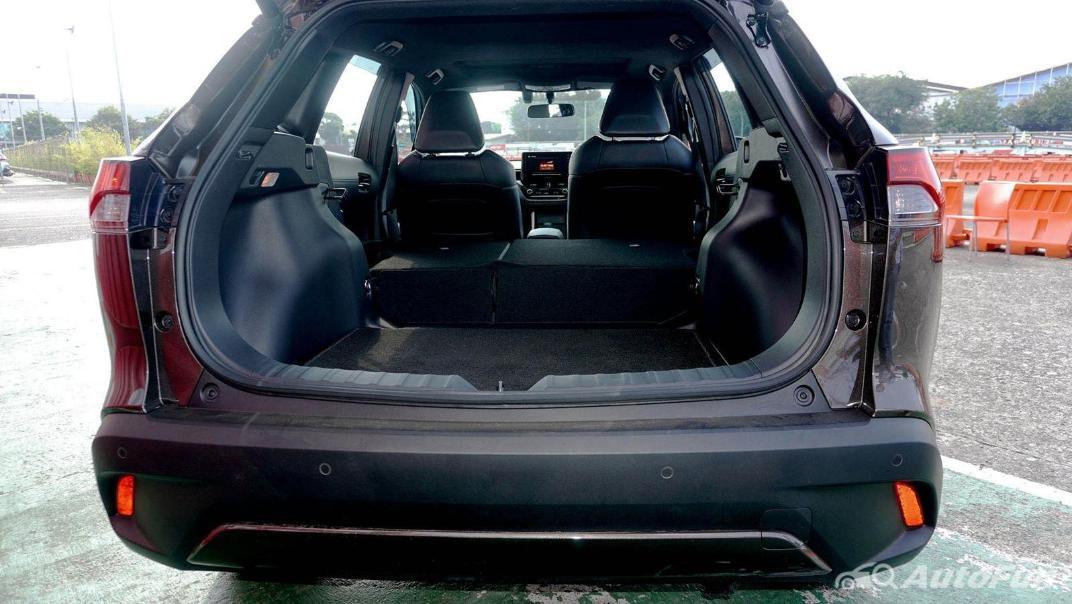 Toyota Corolla Cross Hybrid Interior 016