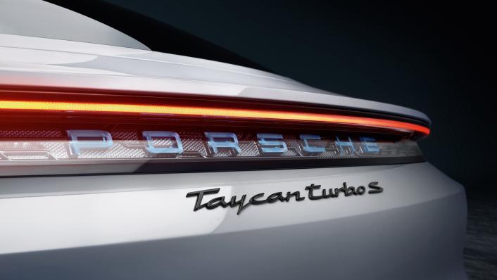 2021 Porsche Taycan Exterior 005