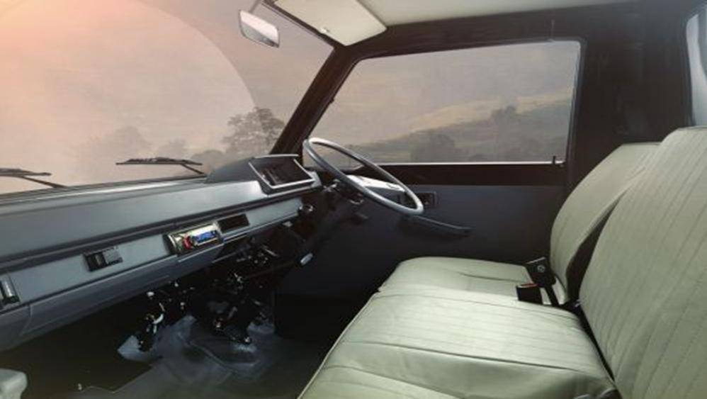 Mitsubishi L300 2019 Interior 002