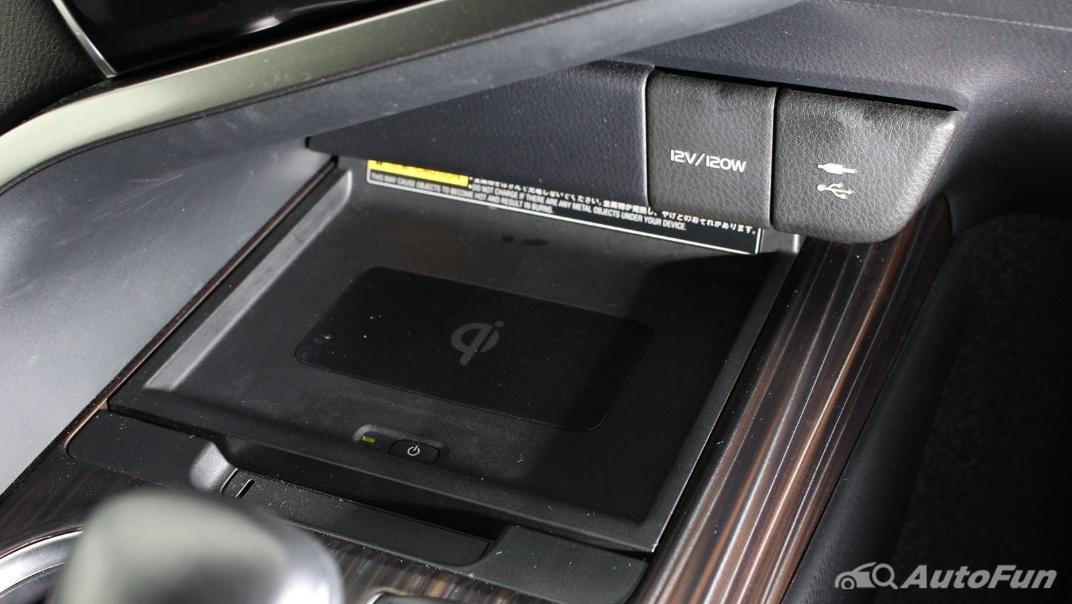 Toyota Camry 2019 Interior 060