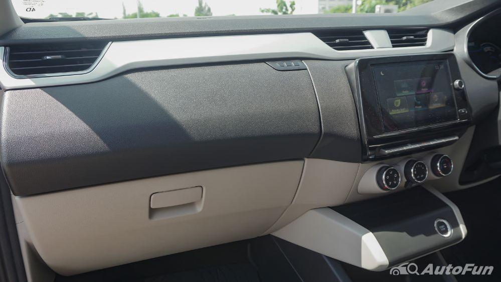Renault Triber RXZ MT Interior 004