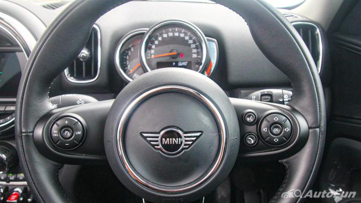 MINI Countryman Copper S Interior 006