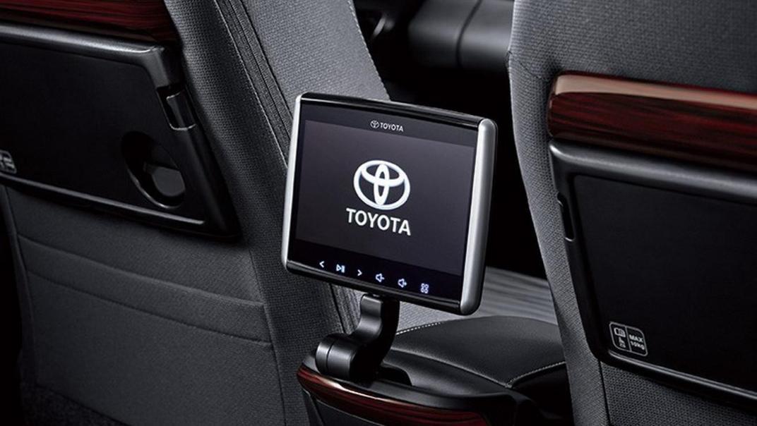 2020 Toyota Kijang Innova 2.0 V A/T Interior 007