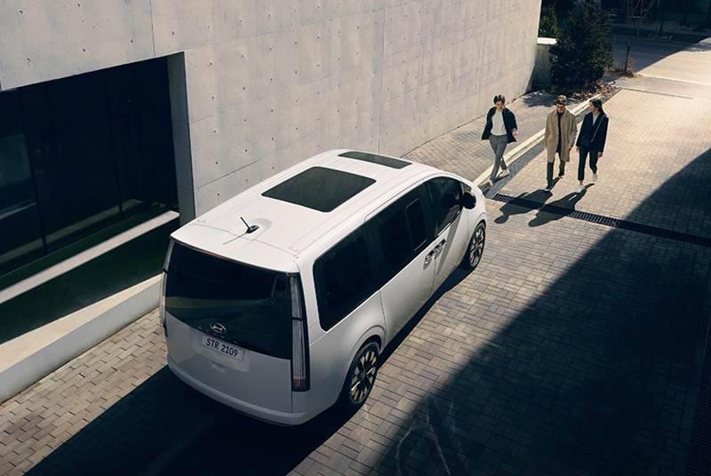 Hyundai Staria 2021 -1