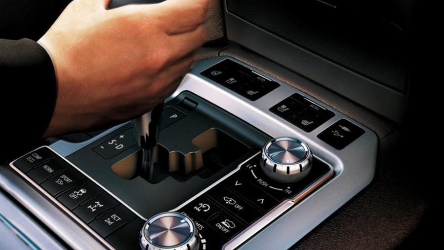 Toyota Land Cruiser 2019 Interior 006