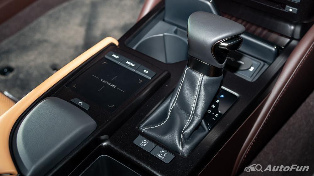 Lexus ES 2019 Interior 013