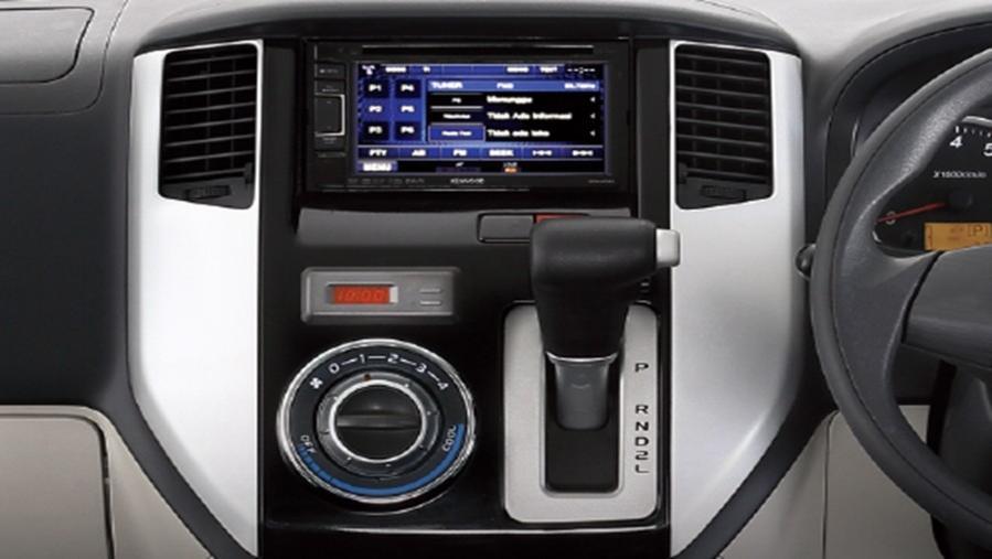 Daihatsu Luxio 2019 Interior 003