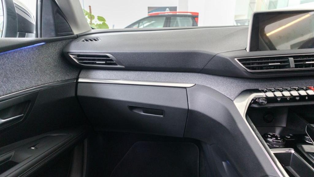 Peugeot 5008 2019 Interior 005