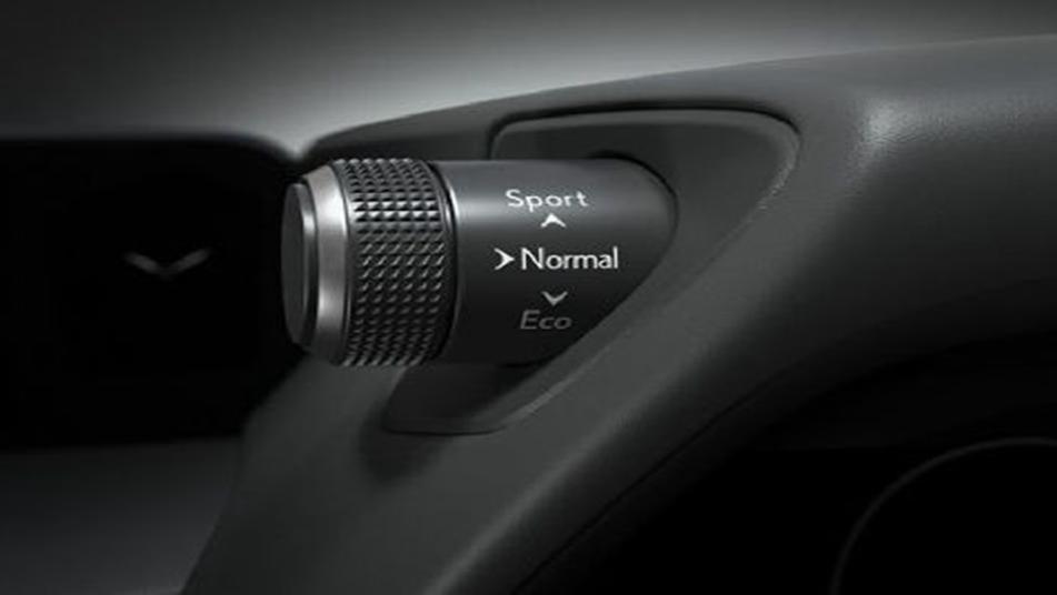 Lexus UX 2019 Interior 002