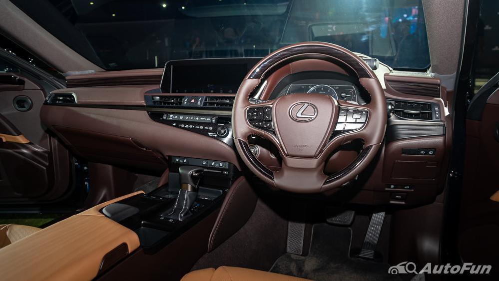 Lexus ES 2019 Interior 002