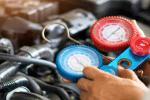 Nggak Perlu ke Tukang AC, Begini Cara Mudah Menambahkan Freon AC Mobil