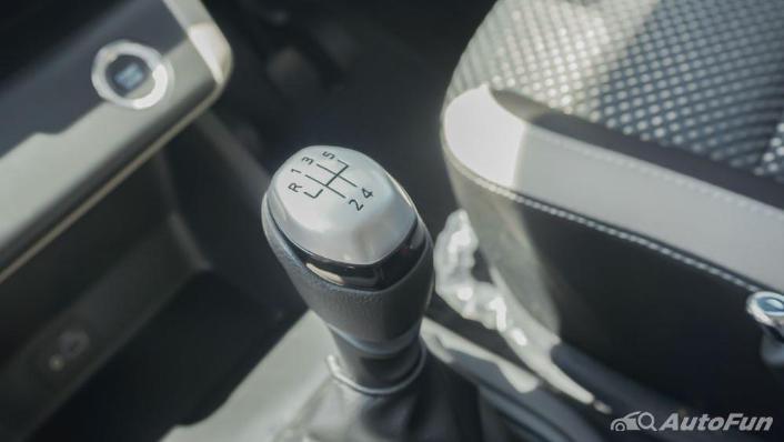 Renault Triber RXZ MT Interior 007