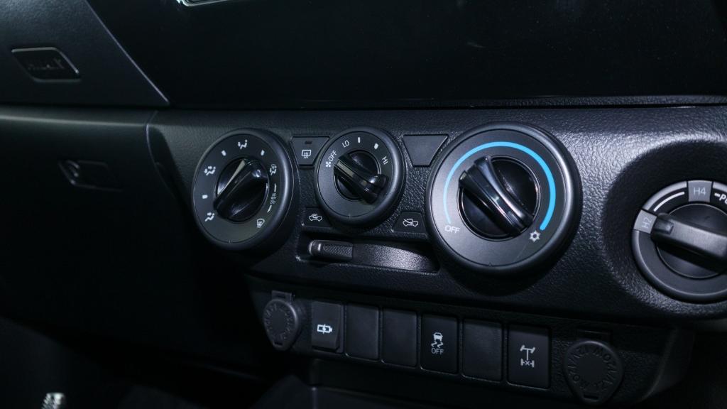 Toyota Hilux 2019 Interior 017