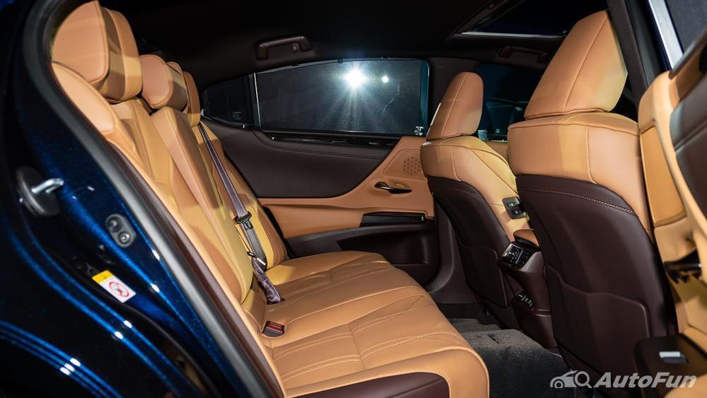 Lexus ES 2019 Interior 028