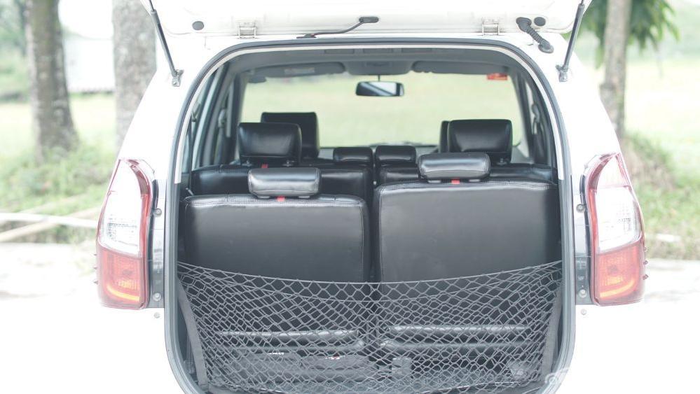 Toyota Avanza Veloz 1.3 MT Interior 049
