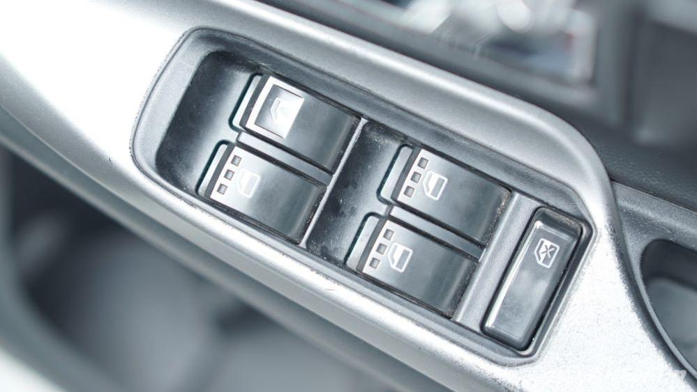 Toyota Avanza Veloz 1.3 MT Interior 036