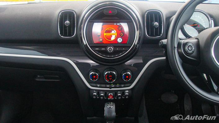 MINI Countryman Copper S Interior 003