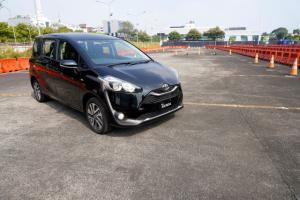 Punya Fitur Lengkap dan Diskon PPNBM, Kenapa Toyota Sienta 2021 Kurang Laku?