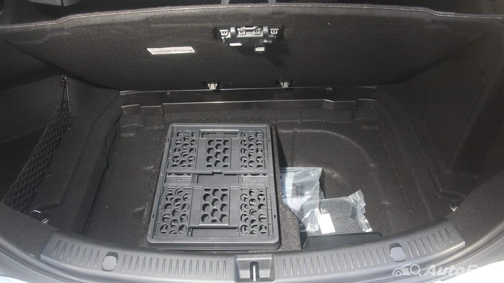 Mercedes-Benz E-Class 2019 Interior 173