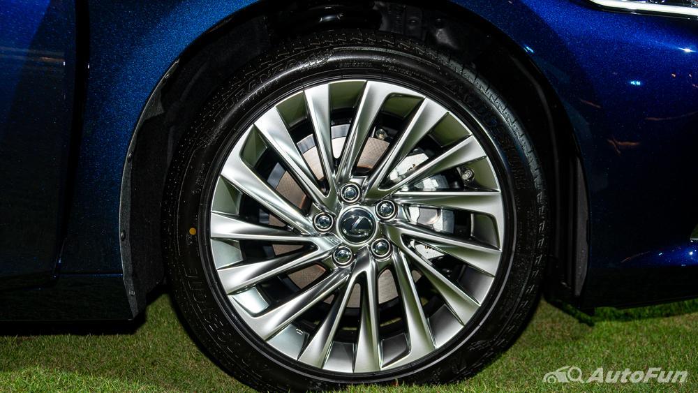 Lexus ES 2019 Exterior 029