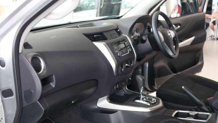 Nissan Navara 2019 Interior 003