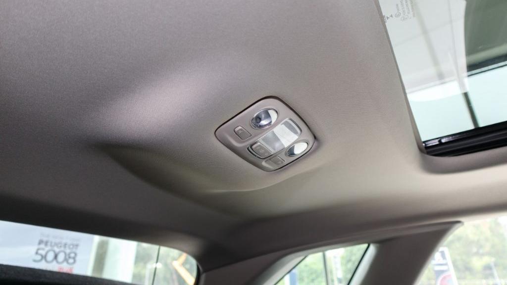 Peugeot 3008 2019 Interior 040