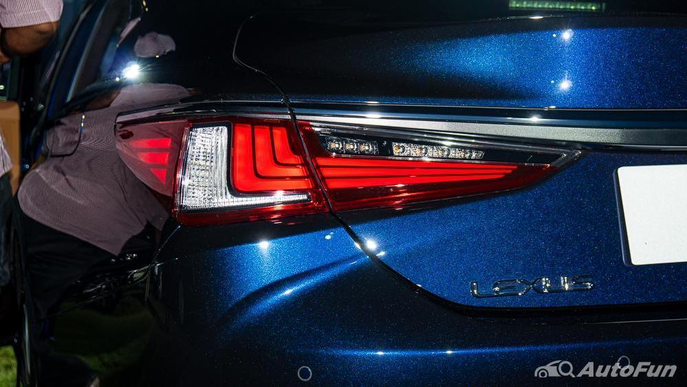 Lexus ES 2019 Exterior 022