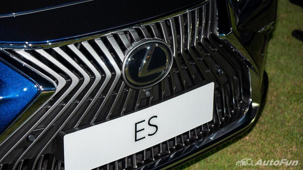 Lexus ES 2019 Exterior 010