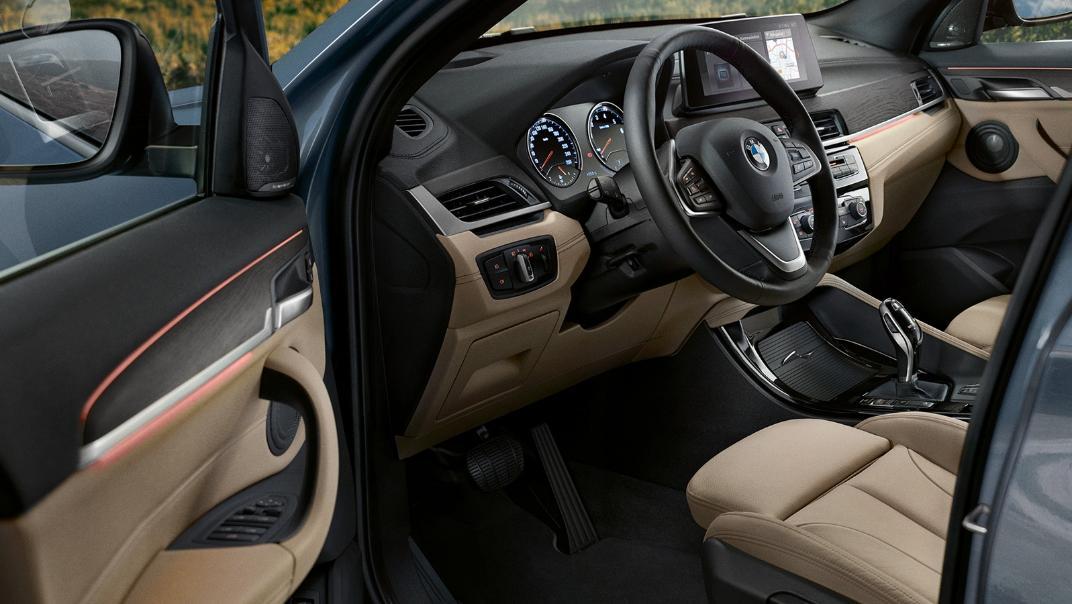 BMW X1 2020 sDrive18i xLine Interior 002