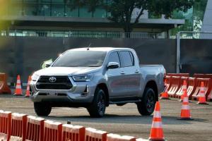 Jadi Pickup Terlaris di Dunia, Apa Keunggulan Toyota Hilux 2021 yang Dijual di Indonesia?