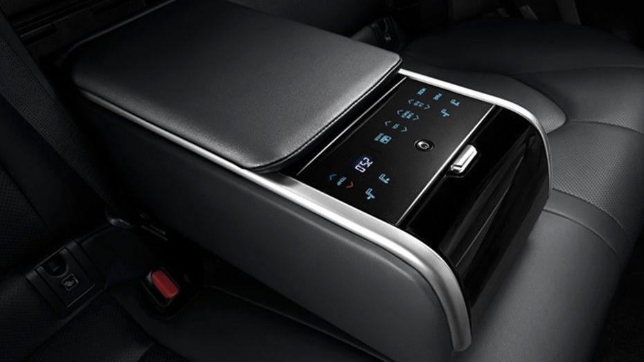 Toyota Camry 2019 Interior 086