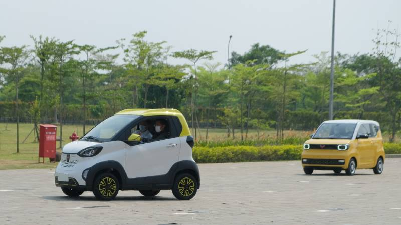 Menteri Luhut Datangi Pabrik Wuling, Sekalian Uji Coba Mobil Listrik Mini EV! 02