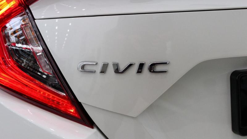 honda civic tahun 2018-Mobil itu cukup membantu saya. Apakah model putih honda civic tahun 2018 lebih baik? Haruskah saya memulai dari awal? 01
