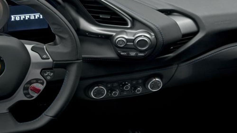 Ferrari 488 Spider 2019 Interior 004