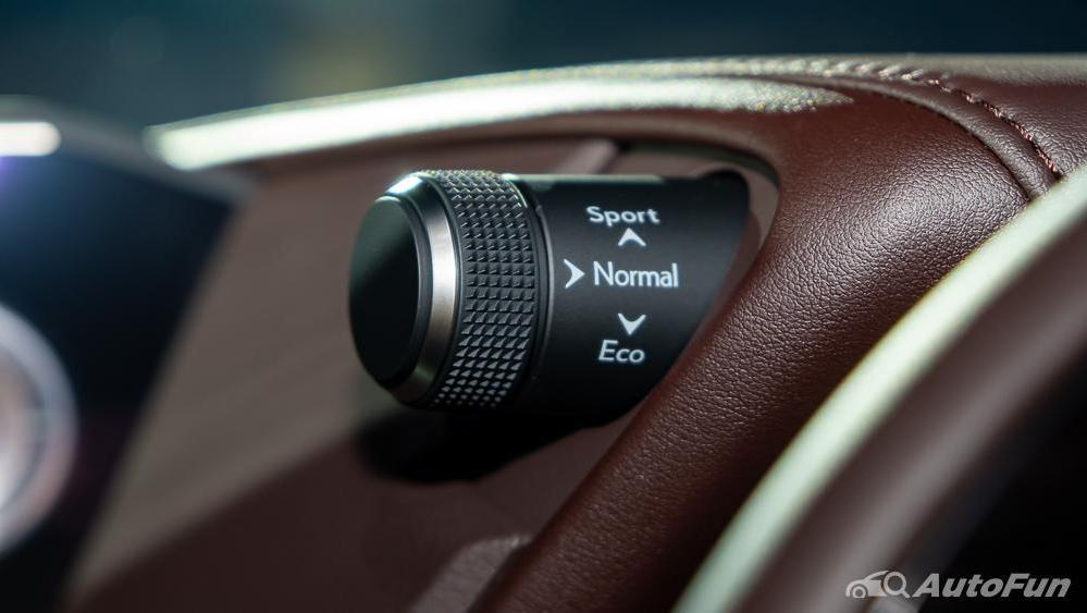 Lexus ES 2019 Interior 008
