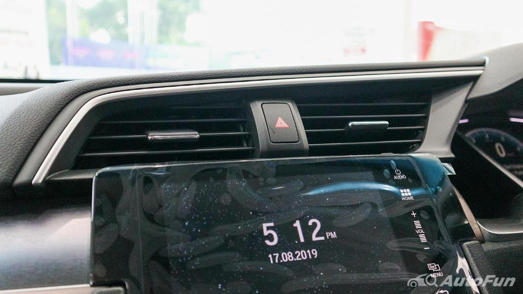 Honda Civic 2019 Interior 017