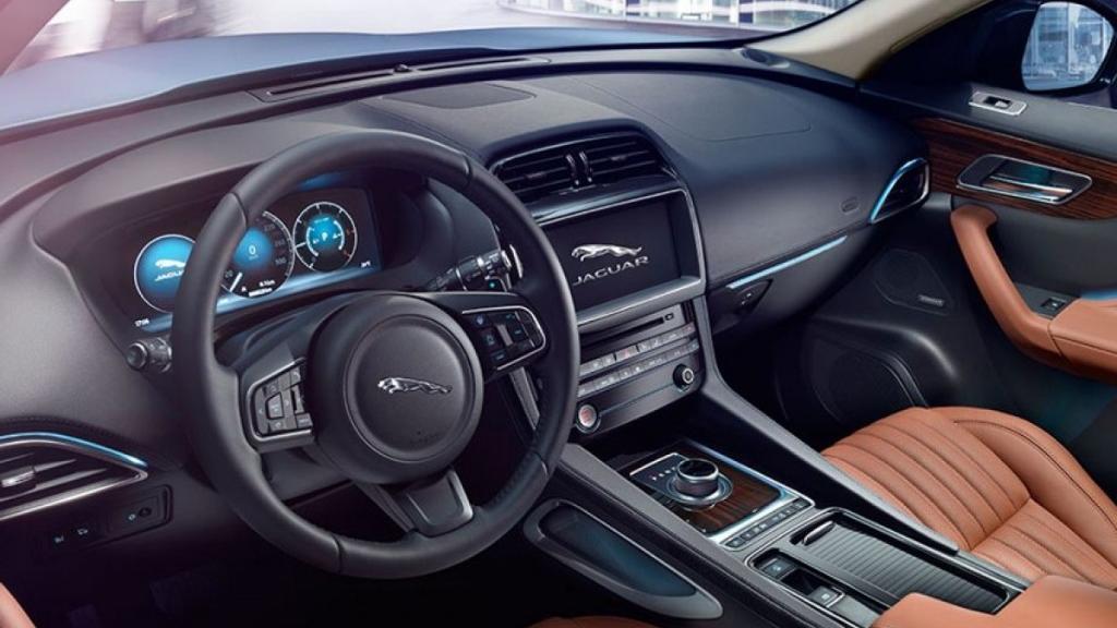 Jaguar F-PACE 2019 Interior 001