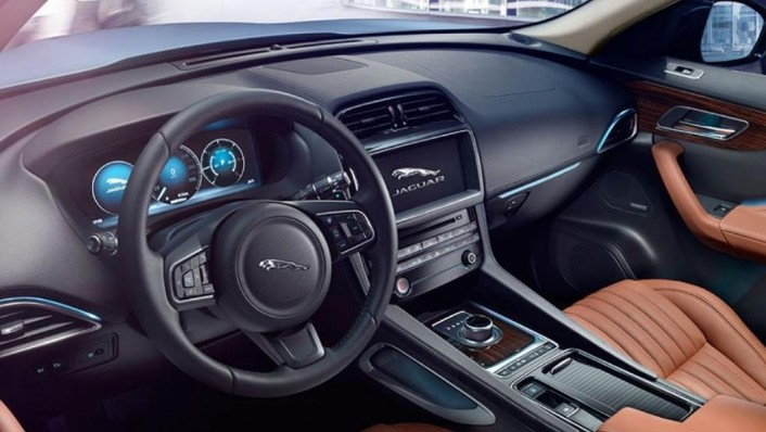 Jaguar F-PACE 2019 Interior 001
