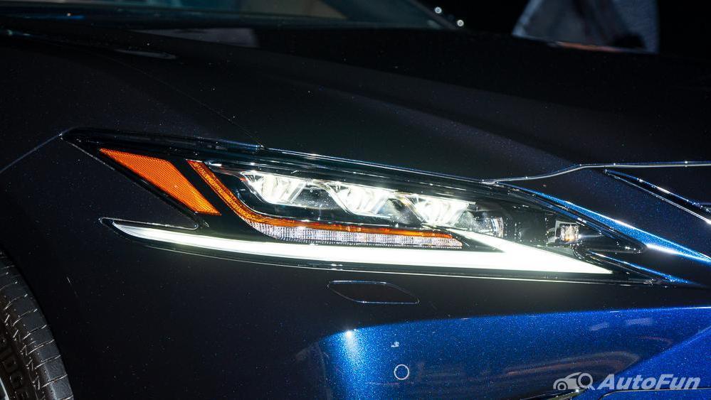 Lexus ES 2019 Exterior 016