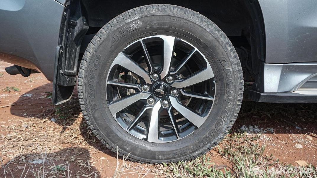 Mitsubishi Pajero Sport Dakar 4x4 AT Exterior 054