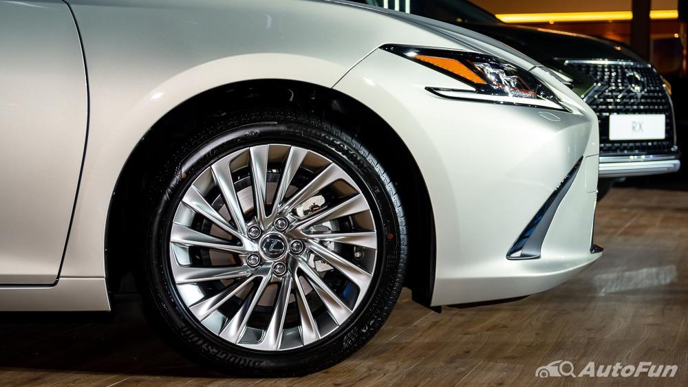 Lexus ES 2019 Exterior 030