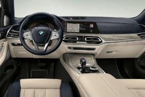 Diajak Off-Road, Lebih Baik Fitur Land Rover Range Rover atau BMW X7?