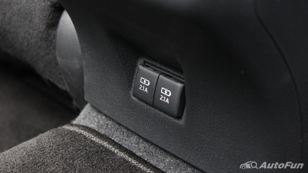 Toyota Camry 2019 Interior 068