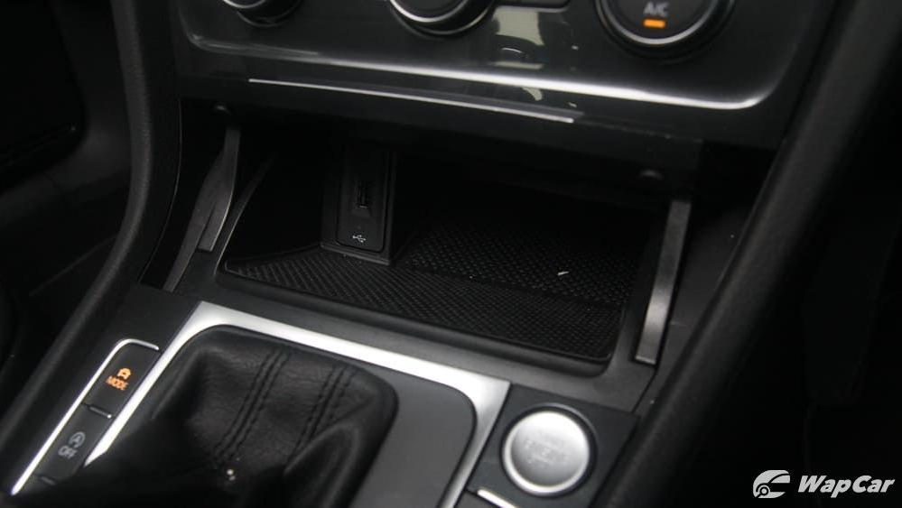 Volkswagen Golf 2019 Interior 017