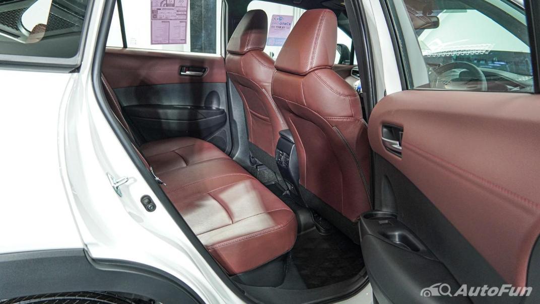 Toyota Corolla Cross Hybrid Interior 014