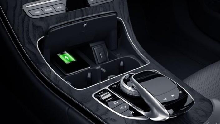 Mercedes-Benz C-Class 2019 Interior 005